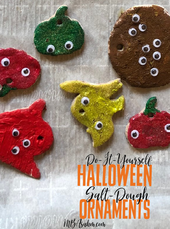 This is such a great Halloween craft activity for the kids! Set up a Halloween tree this year and add these to the mix.