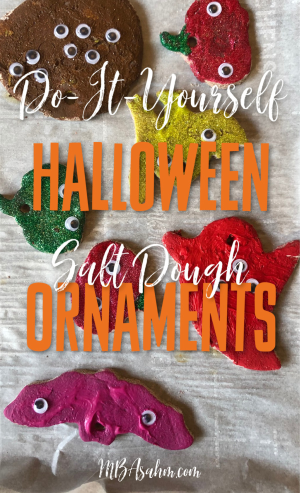 These salt dough Halloween ornaments are such a great Halloween craft for kids and a great way to decorate the house for the holiday!